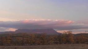 在山的美好的日落,时间间隔 股票录像