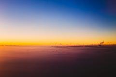 在山的美好的日落从高度飞机 免版税库存图片