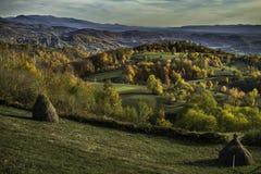 在山的美好的横向 日落 免版税图库摄影