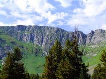 在山的美好的风景。 库存图片