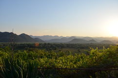 在山的美好的绿色看法 免版税图库摄影