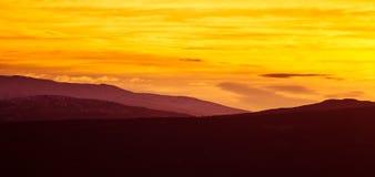 在山的美好,五颜六色的秋天日出在挪威 免版税库存图片