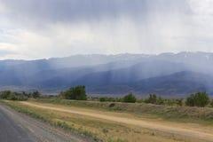 在山的脚的雨 免版税库存照片