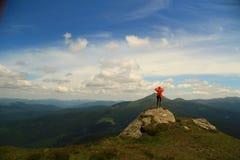 在山的自然风景与女孩 免版税图库摄影