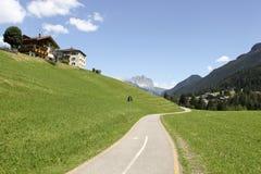 在山的自行车道路 免版税库存照片