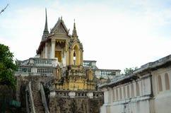 在山的菩萨寺庙 库存图片