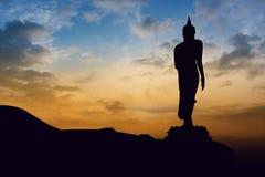 在山的菩萨雕象 免版税库存照片
