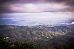在山的薄雾在清迈 图库摄影