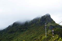 在山的薄雾在马德拉岛的海岛的北部 免版税库存图片