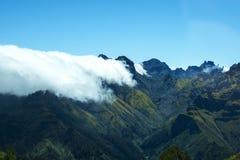 在山的薄雾在马德拉岛的海岛的北部 库存照片
