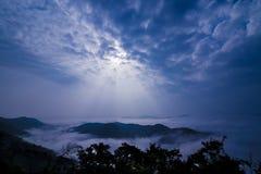在山的薄雾 库存图片