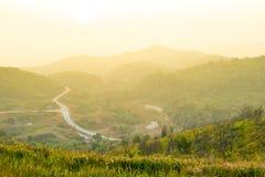 在山的观点,当日出时。 免版税图库摄影