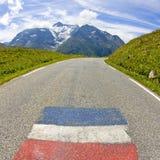 在山的路。 法国阿尔卑斯 库存图片