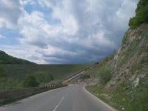 在山的路 免版税库存照片