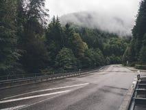 在山的路 免版税图库摄影