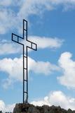 在山的铁十字架 免版税库存照片