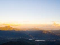 在山的阳光 免版税库存图片