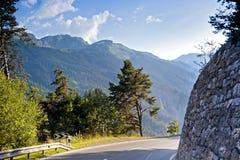 在山的陡峭的路 免版税库存照片