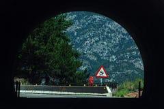 在山的隧道 库存照片