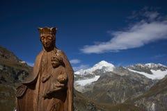 在山的雕象 免版税库存图片