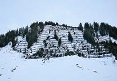 在山的音乐纸张与雪 免版税库存图片