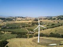 在山的风轮机 免版税图库摄影