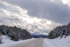 在山的高速公路 库存图片