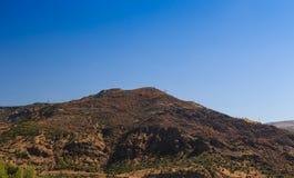 在山的仔细的审视 库存照片