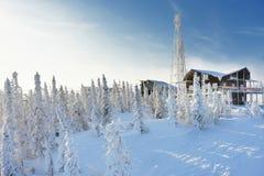 在山的滑雪驻地 库存图片