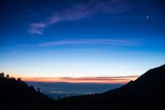 在山脉的日出在土井Ang Khang,清迈, Thaila 免版税库存照片