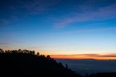 在山脉的日出在土井Ang Khang,清迈, Thaila 免版税库存图片