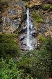 在山腰的瀑布 库存照片