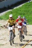 在山自行车的城市杯子 秋明州 库存照片
