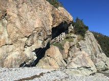 在山裂缝里面的台阶 库存照片
