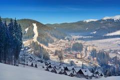 在山谷的滑雪胜地 库存图片