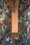在山豪宅公寓的局促生存空间在香港的猎物海湾区 免版税库存照片