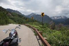 在山路的摩托车 库存图片