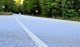 在山路的曲线 免版税图库摄影