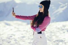 在山附近的女孩 图库摄影
