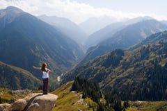 在山顶的瑜伽 免版税库存图片