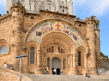 在山顶的Tibidabo的寺庙在巴塞罗那 免版税库存照片