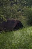 在山顶部的谷仓 免版税库存照片