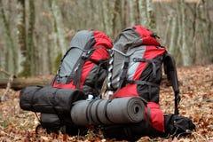 在山顶部的野营的元素设备 库存照片