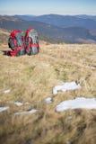 在山顶部的野营的元素设备 免版税库存照片