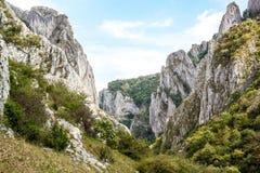 在山风景的岩石 免版税库存图片