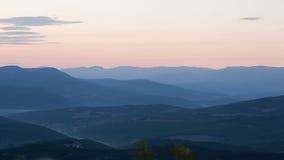 在山风景的庄严日落 免版税库存图片