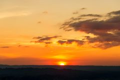 在山风景的日落 图库摄影