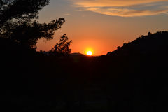 在山风景的日落 免版税库存照片