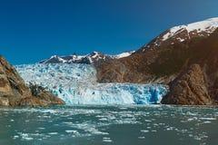 在山风景的蓝色冰川 库存照片