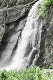 在山麓山的瀑布  库存图片